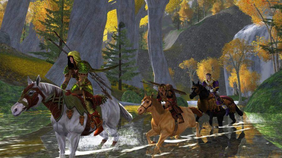 นักขี่ม้าสามคนลุยแม่น้ำบนหลังม้าใน Lord of the Rings Online ซึ่งเป็นหนึ่งใน MMO ที่ดีที่สุด