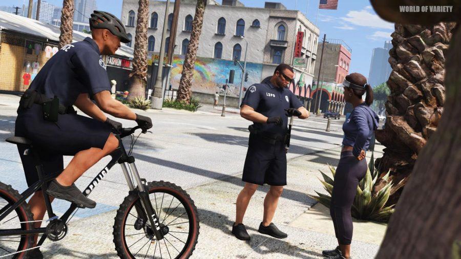 Копы на красивых полицейских велосипедах в одном из лучших модов GTA V, World of Variety