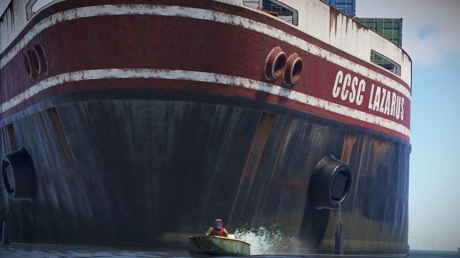 Un énorme navire se cache derrière un joueur dans un petit bateau à Rust, l'un des meilleurs jeux d'artisanat.
