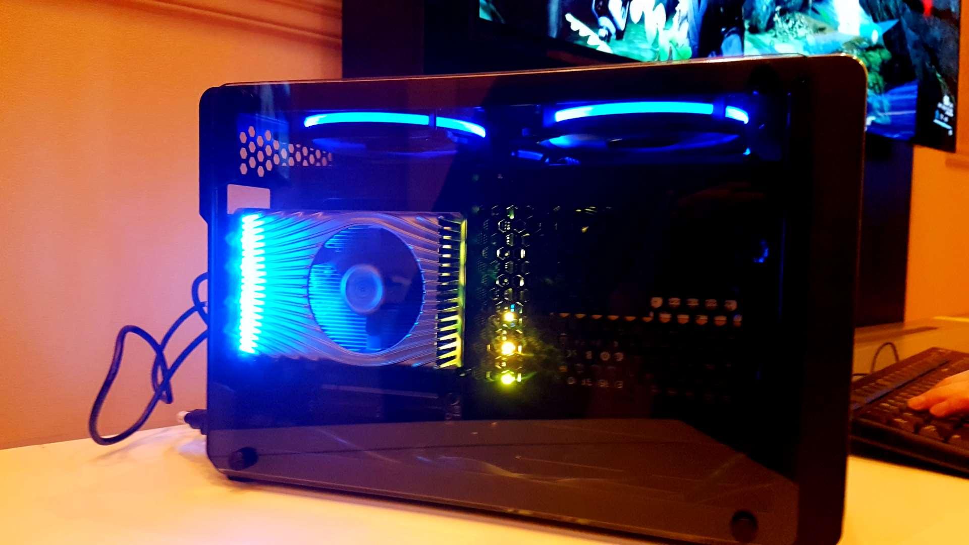 Intel muestra la tarjeta gráfica basada en Intel Xe DG1 para ofrecerla a los desarrolladores 3