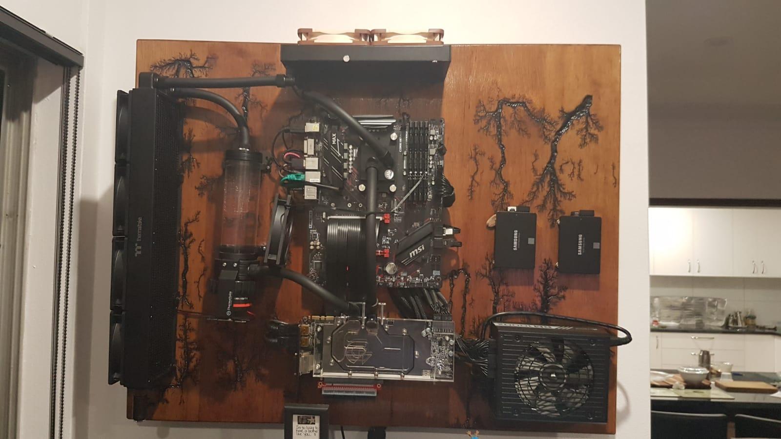 Máy tính xách tay treo tường này là dự án lý tưởng cho một nơi cư trú trong nhà 1