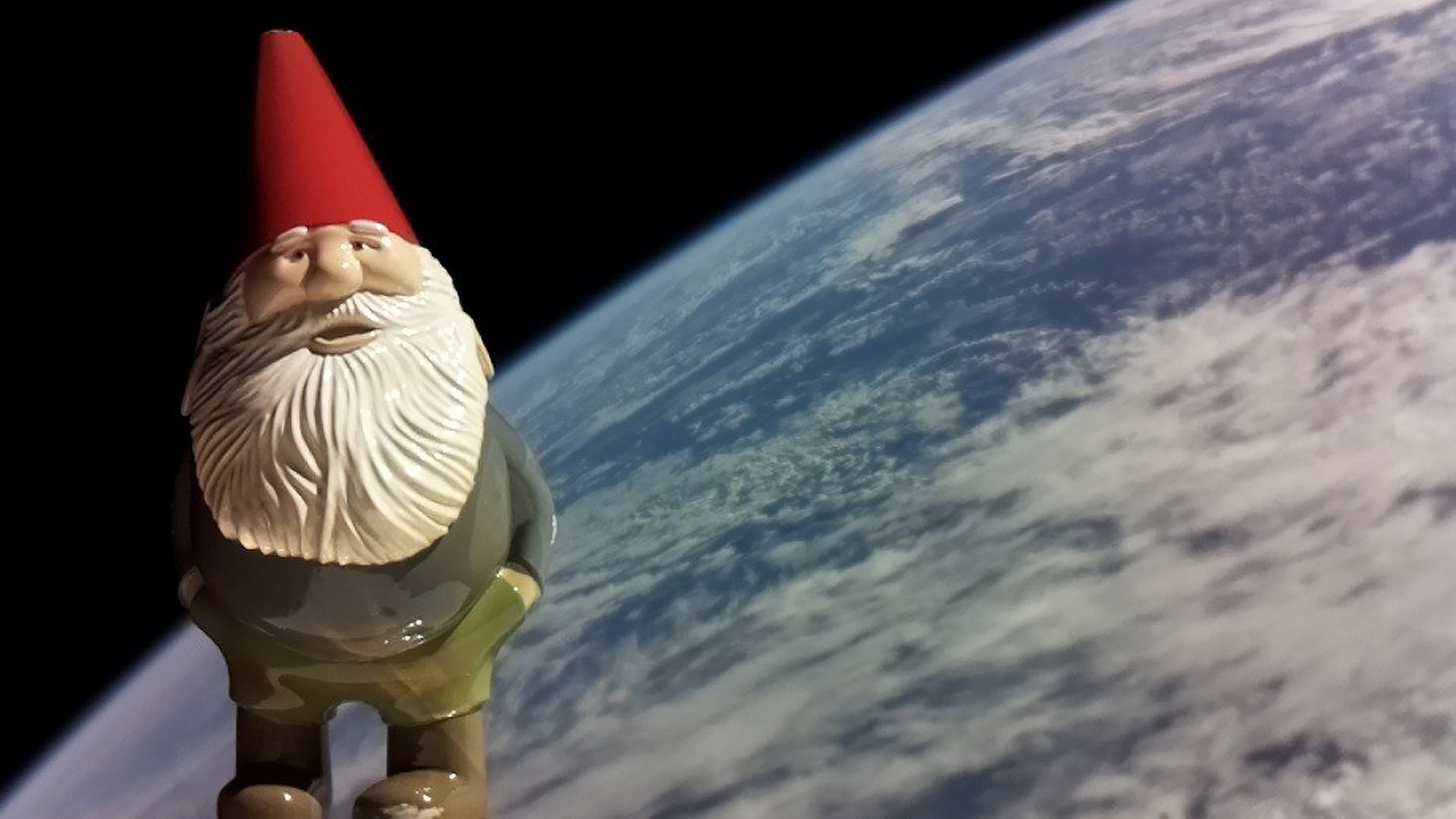 Lord Gaben punts gnome into space, donates 6k to charity as a result