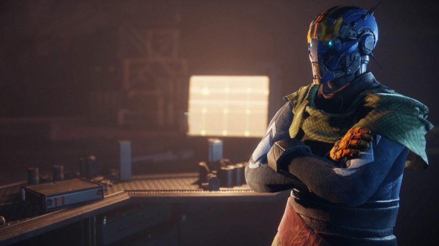 Банши-44, оружейник из Exo, стоит перед светящимся светом