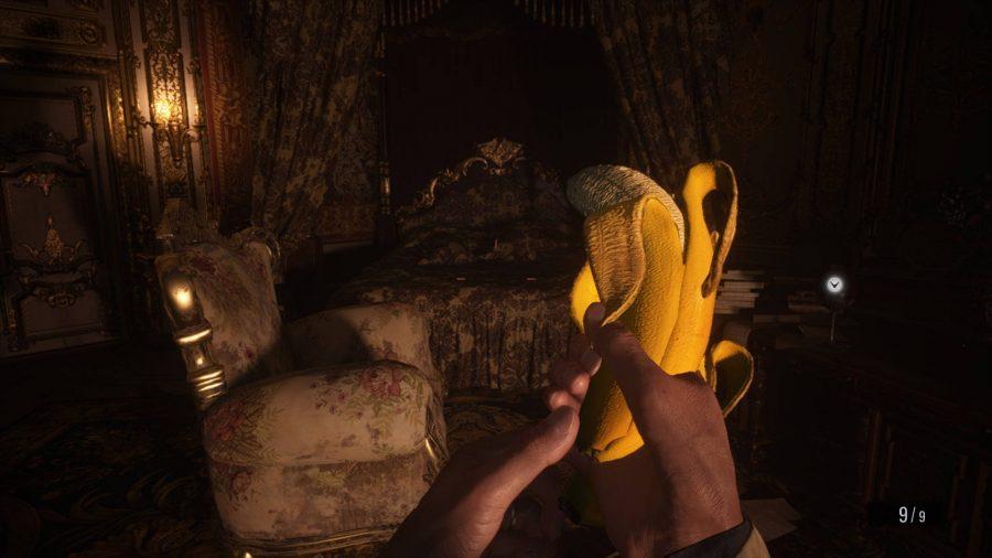 В этом моде Resident Evil Village нож заменяется ложкой, а пистолет - бананом.