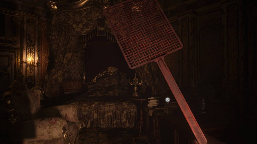 Это еще один мод для Resident Evil Village со сменой оружия, на этот раз заменяющий нож мухобойкой.