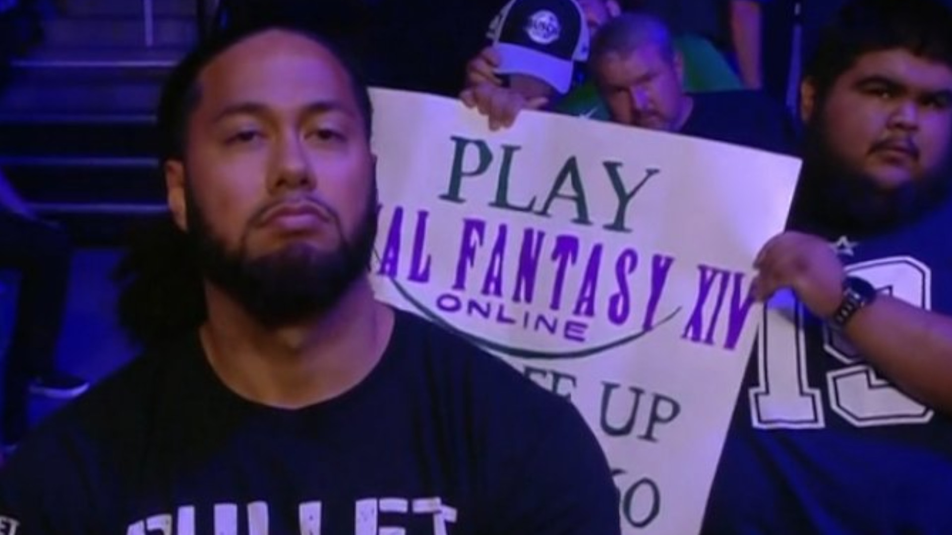 Final Fantasy XIV fan shills the free trial in a wrestling crowd