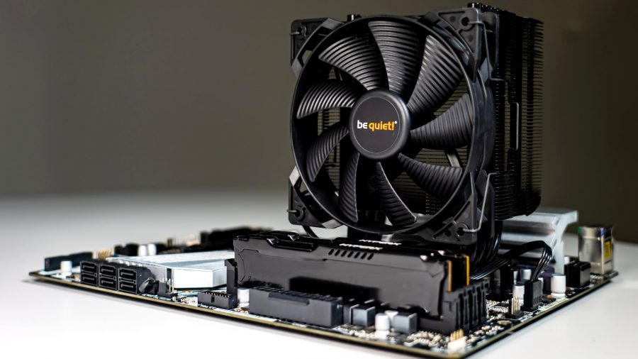 AIO liquid coolers are pitted against Be Quiet's air coolers to see which is best