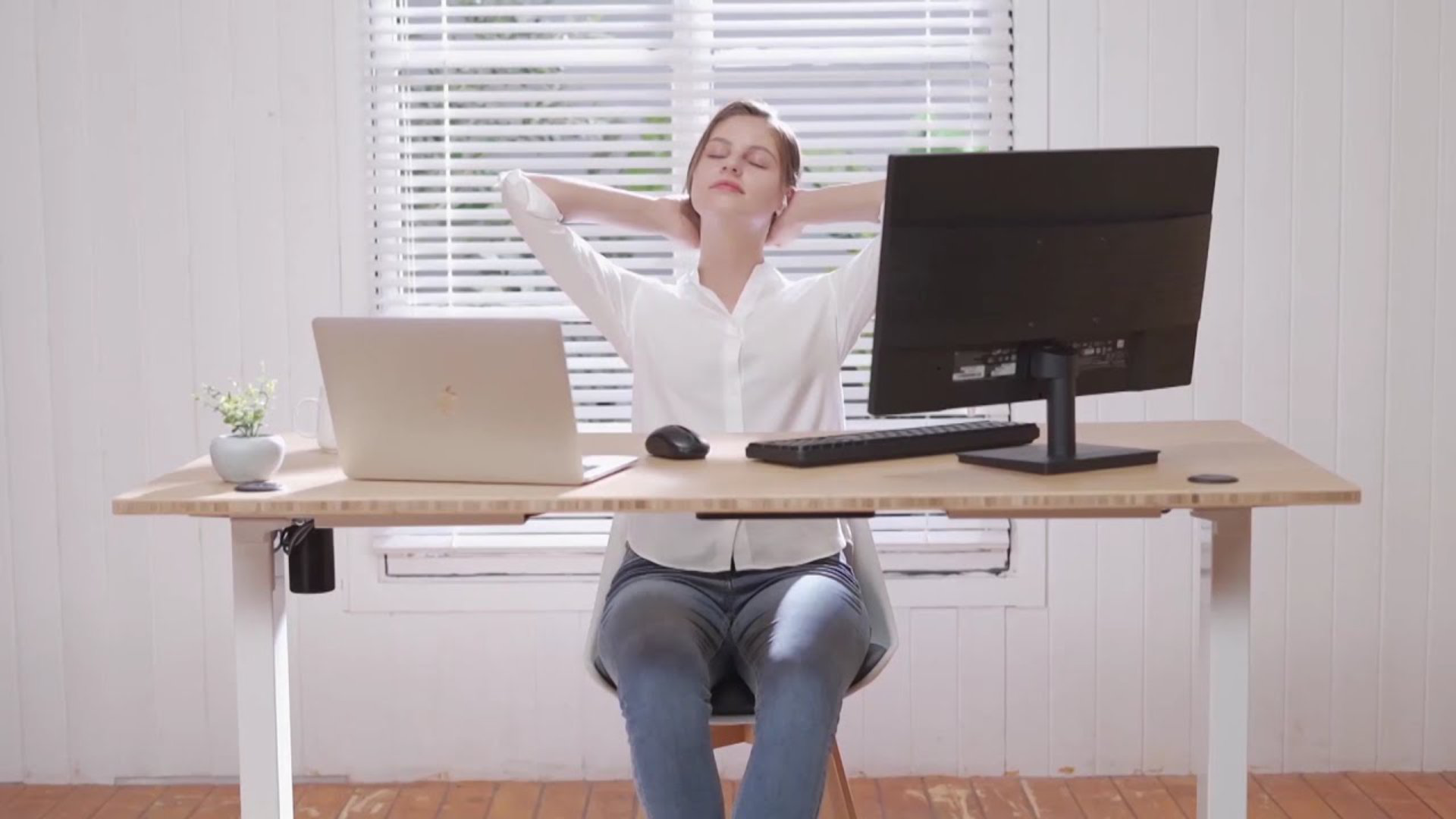 Save up to $50 on these Flexispot standing desks