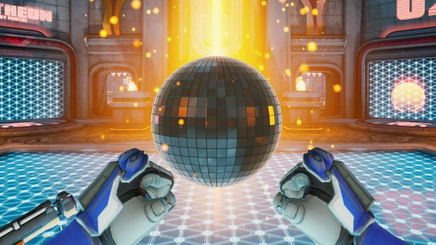 Collecting a disco ball in a Splitgate race