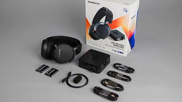 SteelSeries Arctis Pro Wireless unboxed