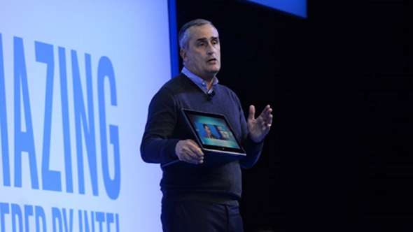 Intel CEO Brian Krzanich with a 10nm Cannon Lake laptop
