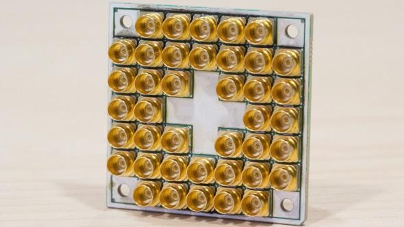 Intel quantum 17 qubit chip
