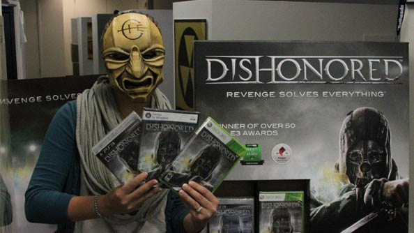 Dishonored goes gold; Bethesda giving away a golden mask to celebrate (Note: not real gold)