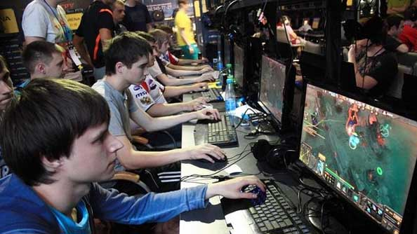 Moscow 5 disbands; two members to stay on to form new team